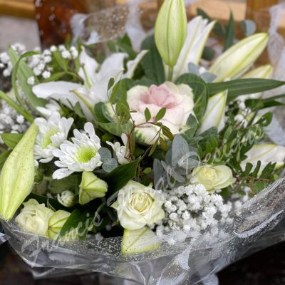 simple hand tied bouquet